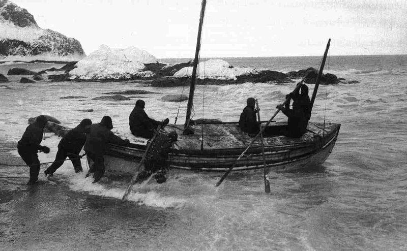 שאקלטון מפליג בגיימ'ס קיירד להזעיק חילוץ