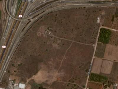 הגדלה של המקום. מגדל המים נראה בבירור. מקור: גוגל