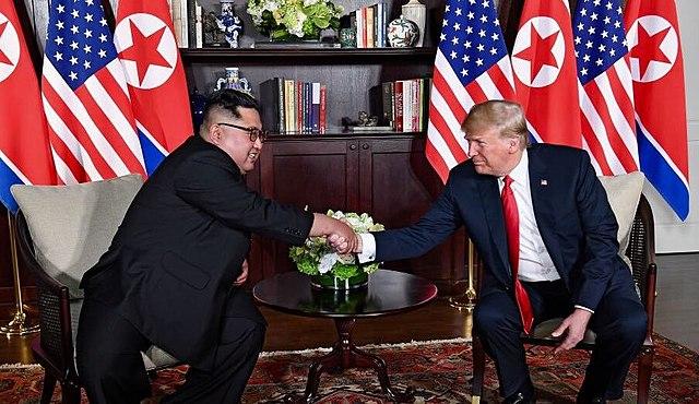 טראמפ וקים בפגישה. תחילתה של ידידות מופלאה? אני ורוב העולם בספק.